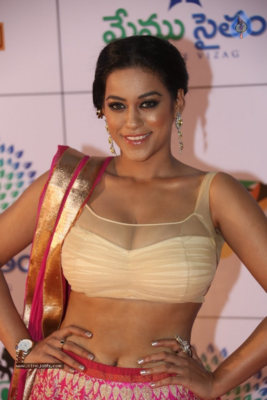 Hot mumaith khan pics