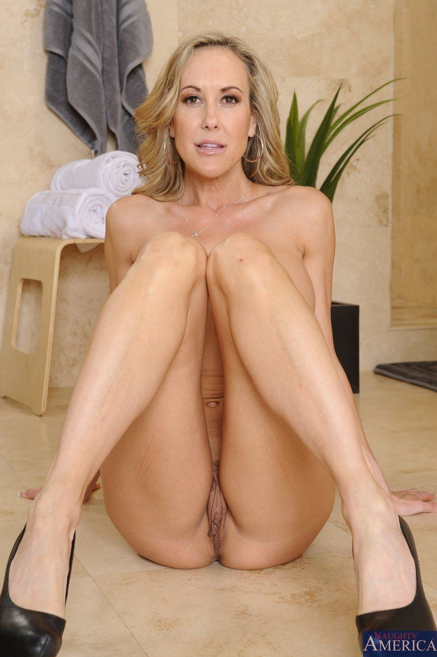 Hot mom naked porn