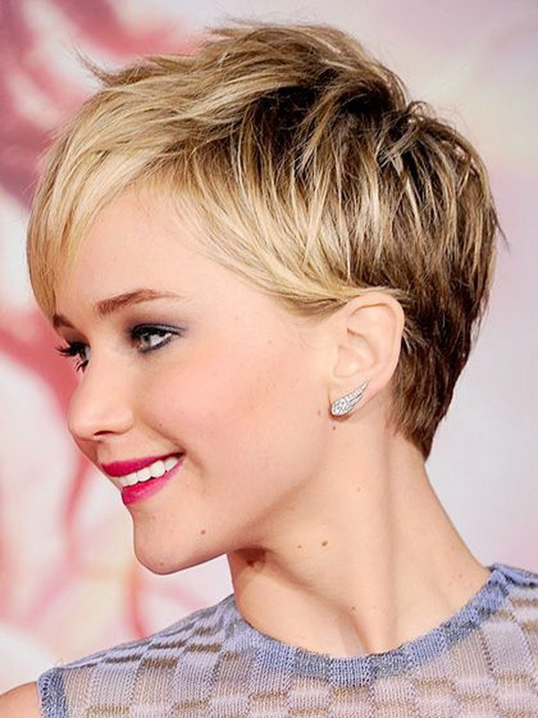 Short haircuts for a round face
