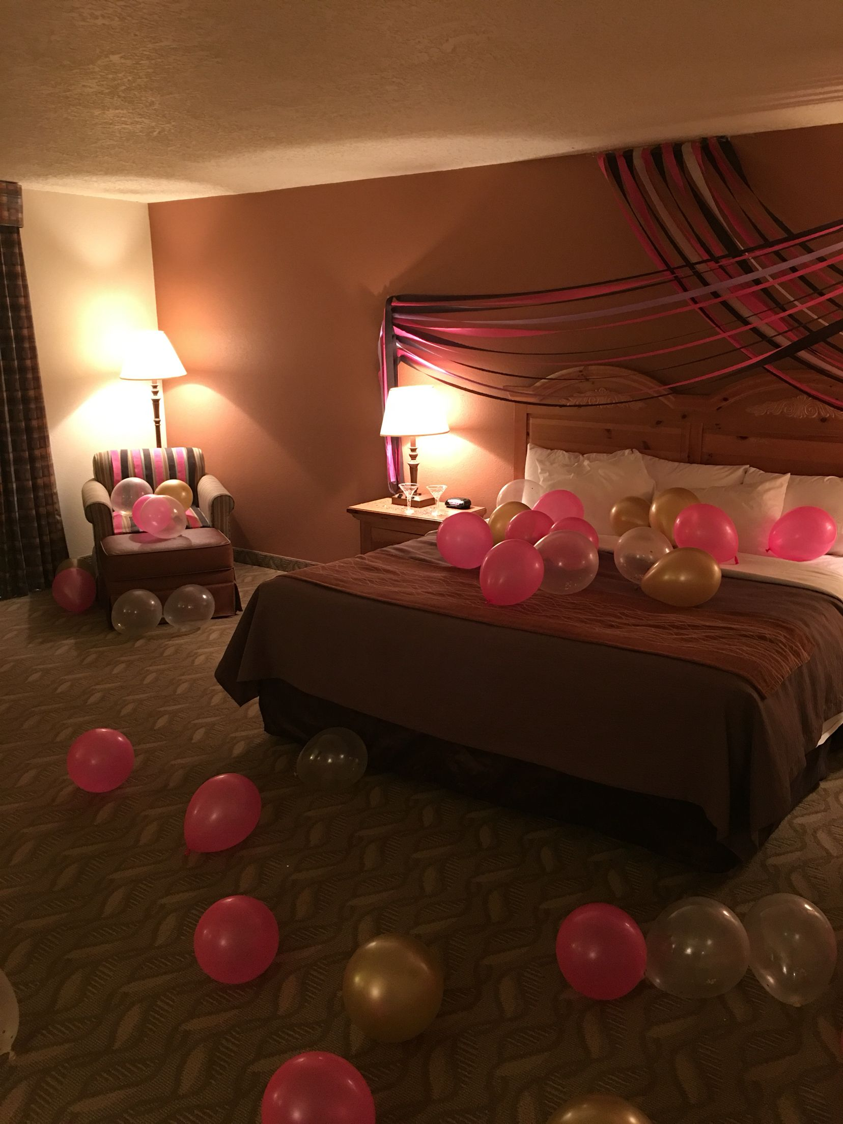 How to decorate hotel room for girlfriend birthday