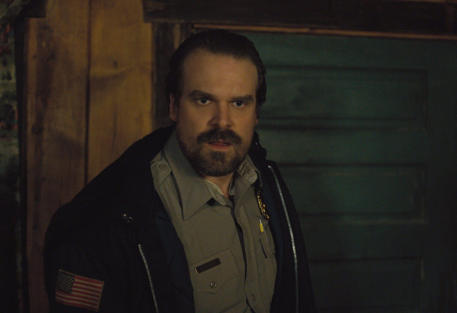 Does hopper die in stranger things 2